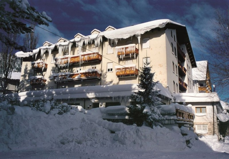grande albergo esterno neve
