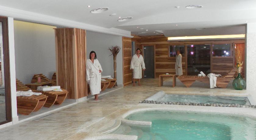park hotel piscinecentrobenessere