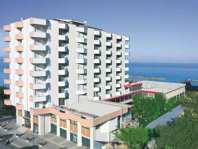 hotel adriatico copertina_MEDITOUR