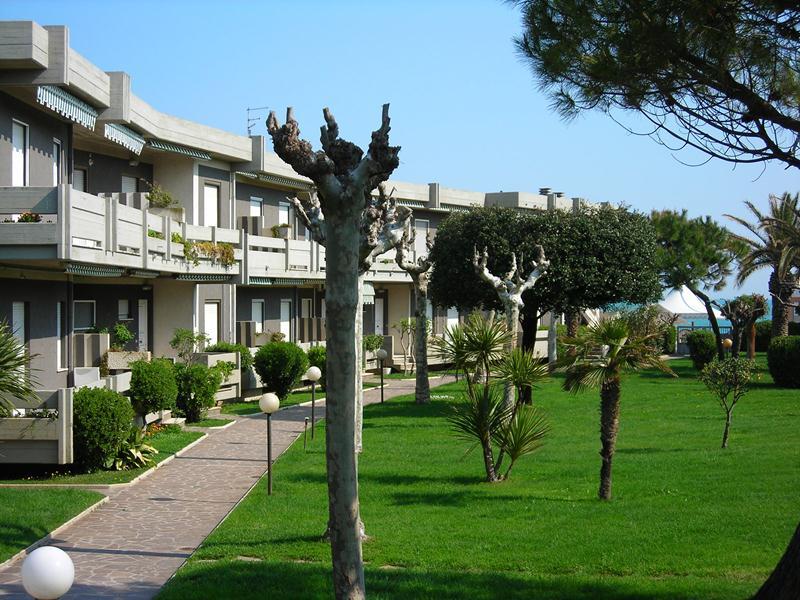 Residence sul mare meditour for Appartamenti pescoluse sul mare