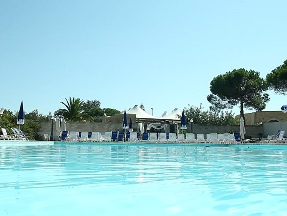 THE VILLAGE piscina6_MEDITOUR