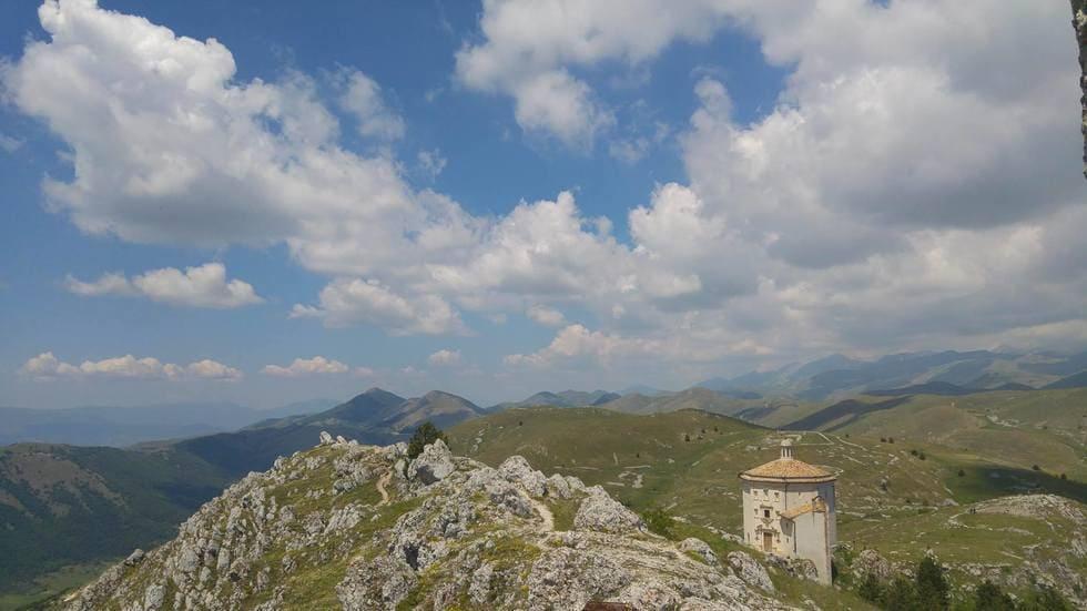 Roccacalascio_abruzzo_meditour