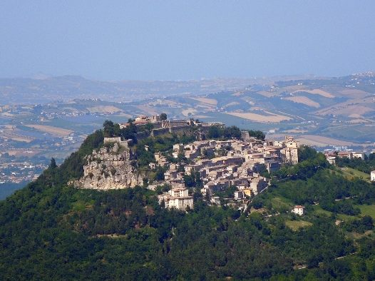 Fortezza_di_Civitella_del_Tronto_vista_dalla_SP_52_(TE)