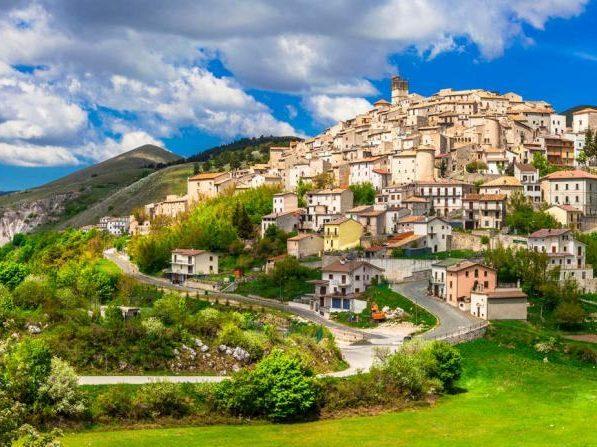 castel-del-monte-abruzzo-123rf-e1524134299700